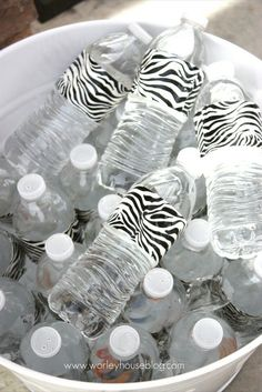 Duct tape dresses up party water bottles. They have so many cute patterned duct tape now this would be easy and super cute for a kids birthday party. I will do this for Gavin's party! He loves duct tape! Lila Party, Festa Party, Party Gifts, Party Favors, Party Drinks, Diy Inspiration, Ideias Diy, All I Ever Wanted, Partys