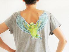 T-shirts avec appliqués, T-shirt avec un Budgie dans le décolleté de reto est une création orginale de katiwo sur DaWanda