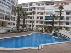 Отличная квартира в закрытом комплексе недалеко от моря в Ла Мате. Квартира в Ла Мате площадью 45 кв.м. состоит из 1 спальни,встроенные шкафы, 1 ванной комнаты, оборудованная кухня открытого типа, прихожая комната
