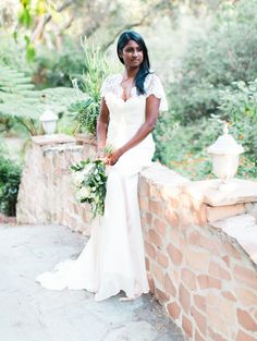 Vintage lace wedding dress from @roseanddelilah | Ishani Gowri Photography | see more on: http://burnettsboards.com/2016/01/vintage-inspired-portrait-session-classic-rolls-royce/