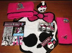 Monster High Polyester Accent Rug, Black/Hot Pink, 4\'8\