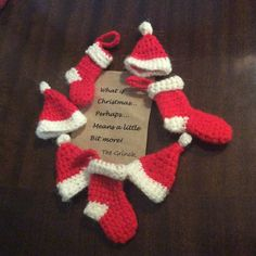 A Simple pattern for Mini Santa Hats, ready for my christmas cards!