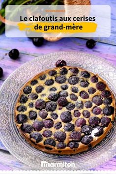 Did you know that true clafoutis is made with unpitted cherries? Breakfast Pastries, Breakfast Recipes, Dessert Recipes, Bakers Sweets, Cherry Clafoutis, Look And Cook, Italian Pastries, Christmas Breakfast, Pastry Recipes
