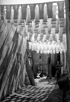 The wool suq, Tunis, Tunisia 1958 | Photo by George Rodger