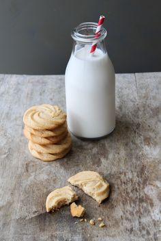Vanilla Malted Cookies, good classic cookie with crunch. Would be perfect for small ice cream sandwiches, or some berry curd in the middle