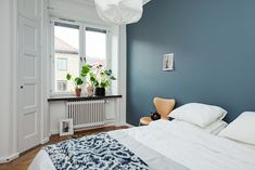 Living Room Paint Color Ideas With Blue Furniture Room Paint Colors, Paint Colors For Living Room, Bedroom Colors, Bedroom Decor, St Pauls Blue, Blue Furniture, Blue Bedroom, Deco Design, Apartment Interior
