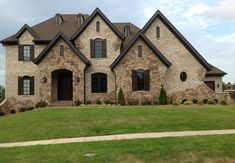 Augusta with Ivory Buff-Handcrafted Collection (Georgia) Stone Exterior Houses, Dream House Exterior, Stone Houses, Dream Home Design, House Design, Brick Siding, Brick Walls, Hickory House, House Elevation