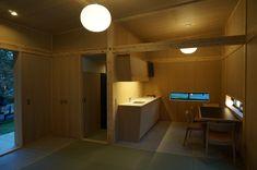 Interior of the MUJI Cork Hut. Photo: Yahoo.co.jp
