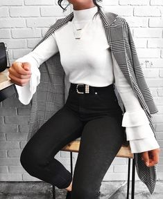 Love this outfit! Black tight jeans & long sleeve white blouse.