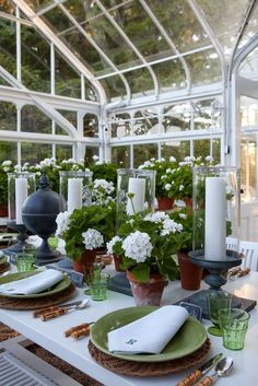 Geraniums, finials, and monogrammed napkins. Lovely Greenhouse Dinner Party by Carolyn Roehm. I would love to have a greenhouse dining room. I would also love to have just a greenhouse. Outdoor Dining, Outdoor Spaces, Dresser La Table, Table Design, Beautiful Table Settings, Egg Decorating, Decoration Table, Outdoor Entertaining, Place Settings
