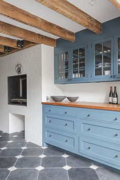 75 blue kitchen cabinets inspiration for kitchens with blue cabinets 31 - coodecors Kitchen Interior, Kitchen Decor, Kitchen Wood, Kitchen Ideas, Kitchen Cabinet Inspiration, Cabinet Ideas, Blue Kitchen Cabinets, Indoor Outdoor Living, Cuisines Design