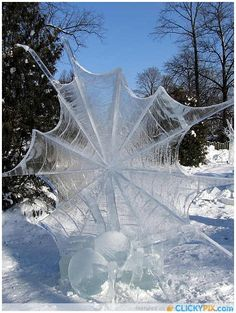 Ice-Sculpture - Spider with web this is so amazing I had to re pin but have no idea where to put it
