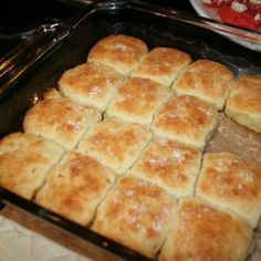 Biscuits - 4 cups Bisquick 1 cup sour cream 1 cup cup melted butter mix bisque, sour cream and 7 up. melt butter in pan, and put shaped biscuits in, then Bake at 425 until golden Healthy Recipes, Great Recipes, Cooking Recipes, Favorite Recipes, Skinny Recipes, Easy Recipes, Family Recipes, Sour Cream Biscuits, Buttery Biscuits