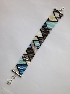 61523565 PATTERN - Single Peyote - Gradient Triangles Bracelet Loom Bracelet Patterns, Bead Loom Bracelets, Beaded Jewelry Patterns, Beading Patterns, Bead Jewellery, Seed Bead Jewelry, Bead Loom Designs, Bead Crochet Patterns, Macrame Bracelets