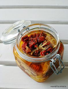 śledzie z suszonymi pomidorami Polish Recipes, My Recipes, Cooking Recipes, Seafood Salad, Pickles, Cucumber, Salads, Appetizers, Food And Drink
