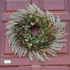 Colonial Williamsburg Christmas wreath - magnolia leaves #magnoliawreath #wreaths thehomemadefig.com