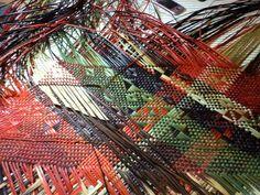 Alixene Curtis - a kete (basket) Flax Weaving, Basket Weaving, Hand Weaving, Africa Craft, New Zealand Flax, Maori Designs, Nz Art, Maori Art, Plant Fibres