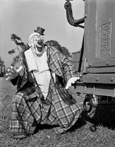 Graphic Clown Ringling Circus clown Lou Jacobs in Sarasota, Florida. Ringling Circus clown Lou Jacobs in Sarasota, Florida. Image Number Year ca 1941 Series Title General: Steinmetz collection. Old Circus, Circus Art, Circus Clown, Circus Train, Le Clown, Creepy Clown, Ringling Bros Circus, Famous Clowns, Circo Vintage