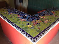 Back patio table? Mosaic Garden, Mosaic Art, Garden Art, Mosaic Designs, Mosaic Ideas, Mosaic Bathroom, Arts And Crafts, Diy Crafts, High School Art