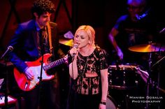 Emily Kinney atende A Holiday Benefit 2014 no Rockwood Music Hall
