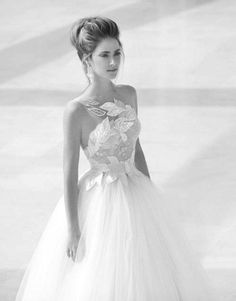 Yes!! I love that the top of the dress extends where it looks like it fades onto her! Glamorous Wedding Dresses With Incredible Elegance #tulle