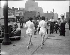 Duas mulheres mostram as pernas descobertas em público pela primeira vez em Toronto -1937