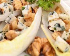 Navettes d'endives Croq'Kilos aux pommes, noix et roquefort : http://www.fourchette-et-bikini.fr/recettes/recettes-minceur/navettes-dendives-croqkilos-aux-pommes-noix-et-roquefort.html