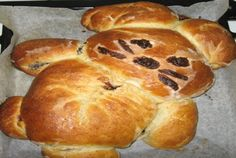 Reteta culinara Cozonac pufos si gustos la masina de paine din categoria Dulciuri. Specific Romania. Cum sa faci Cozonac pufos si gustos la masina de paine Types Of Food, Bagel, Hamburger, Caramel, Deserts, Bread, Sweet, Recipes, Homemade Food