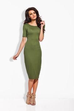 Dopasowana sukienka w odcieniach khaki