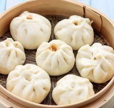BBQ Pork Buns - I would love to eat these! They look so yummy! Pork Recipes, Asian Recipes, Cooking Recipes, I Love Food, Good Food, Yummy Food, Chinese Bbq Pork, Chinese Food, Asia Food