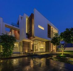 Modern Overhang Residence in New Delhi, India | HiConsumption