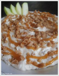 Jam Hands: Caramel and Toffee Apple Dip This would be great for quilt guild. Finger Food Appetizers, Appetizer Dips, Appetizer Recipes, Toffee Apple Dip, Caramel Apples, Dessert Dips, Dessert Recipes, Fondue, Delicious Desserts