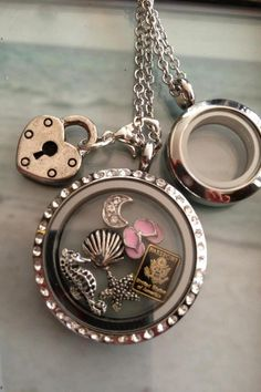 My next new obsession - South Hill designs lockets. Floating Lockets, Floating Charms, South Hill Designs, Origami Owl Jewelry, Living Lockets, Locket Charms, Picture Design, Necklace Designs, Necklace Ideas