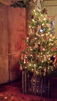 Prim Christmas Tree...henhouseprimitives.