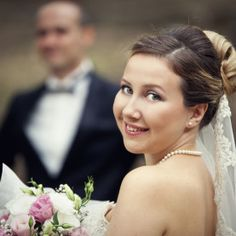 Wedding photo shots for foreigners in Istanbul in the best spot points with the beautiful Istanbul background. Emrah Ayvali - Experienced photographer for travellers in Istanbul.