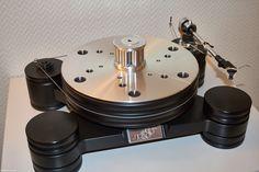 Transrotors Dark Star, ausgestattet mit Oyaides konkaver Auflage MJ-12 für 330 Euro und dem in der Masse veränderbaren Gewicht Oyaide STB-HWX, ebenfalls 330 Euro