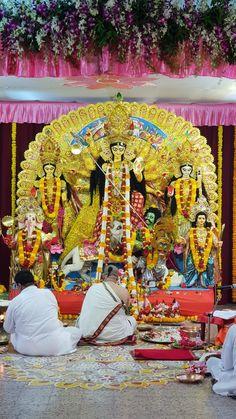 Ashtami Durga Pooja at Ramkrishna Mutt, Khar, Mumbai. Durga Maa Paintings, Maa Durga Image, Festival Quotes, Durga Images, Navratri Special, Radha Rani, The Time Machine, Durga Puja, Goddesses