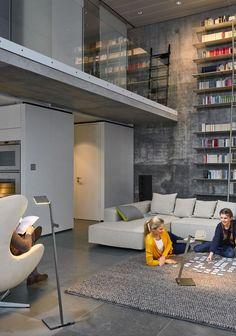 Mobil, kabellose und anpassungsfähig: Die Roxxane Stehleuchte lässt sich mühelos von Raum zu Raum transportieren | mobile Akkuleuchte | LED-Leuchte | Nimbus Designleuchte | LED-Technologie | kabellos | mobil | Wohnzimmer | Leseleuchte | Leselampe | Akkulampe #nimbus #roxxane #LED #portable #licht #lichtdesign #stehleuchte #frankeleuchten #unsereideenleuchten Nimbus, Lofts, Bed, Furniture, Home Decor, Technology, Light Design, Living Room, Loft Room