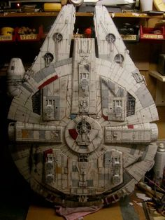Millennium Falcon model with landing gear as seen in Empire, and Return of the Jedi. Star Wars Ships, Star Wars Art, Lego Star Wars, Millennium Falcon Model, Han Solo And Chewbacca, Nave Star Wars, Star Wars Spaceships, Star Wars Design, Sci Fi Models