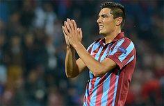 #Trabzonspor #Galatasaray #OscarCardozo #Transfer724 Trabzonspor'da maddi kriz özellikle yabancı oyuncuların takıma veda etmesi ile sonuçlanırken, Oscar Cardozo'nun menajeri de yönetimle masaya oturdu.