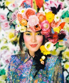 A lush, splendidly colorful floral headpiece featuring ranunculi and poppies | Floral design by Hana and Pine | Styling by Anna Korkobcova | Photo by Zack Pianko | Makeup by Katie Nash