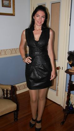 Thick Mature Milf In Black Dress And Heels Milfs Pinterest