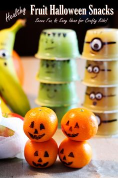 7 Fun Healthy Fruit Halloween Snacks You Can Pack (Crafty with Kids!) These fun, easy & healthy fruit Halloween snacks can be made by kids! They're portable, vegan, gluten-free, top allergen-free & paleo-friendly. Halloween Fruit, Halloween Snacks For Kids, Healthy Halloween Treats, Halloween Food For Party, Halloween Ideas, Halloween 2019, Healthy Vegan Snacks, Paleo, Foods With Gluten