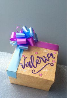 Diy Gift Box, Diy Gifts, Foam Crafts, Paper Crafts, Diy Cork Board, Magic Day, Candy Bouquet, Diy Videos, Birthday Party Decorations