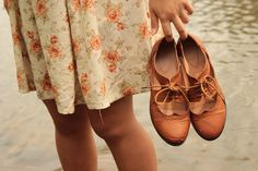 Floral dress and lace up oxfords Thing 1, Mode Vintage, Vintage Shoes, Sock Shoes, Auburn, Me Too Shoes, Ideias Fashion, Style Me, Oxford Shoes