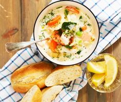 Fisksoppa med dill och rotfrukter Cheeseburger Chowder, Soup Recipes, Mashed Potatoes, Foodies, Seafood, Lunch, Fish, Dinner, Cooking