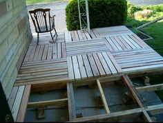 Cheap deck using old pallets