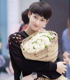 Ji Hoo, Crying Girl, Boyfriend Photos, Cute Gay Couples, Thai Drama, Cute Actors, Celebs, Celebrities, Queen