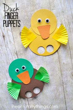 These duck finger puppets are simple to make and are a great spring kids craft…