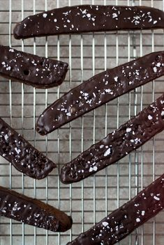 To frost or not: Dorie Greenspan's Double Chocolate Biscotti with Sea Salt. Who knew biscotti could taste so good? Yummy Treats, Delicious Desserts, Sweet Treats, Dessert Recipes, Cookie Recipes, Yummy Food, Biscotti Cookies, Biscotti Recipe, Italian Cookies